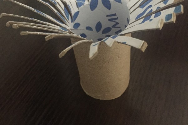 Painting dandelions with toilet paper roll